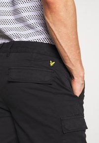 Lyle & Scott - Kraťasy - jet black - 4