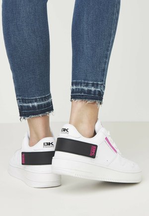 JUNE BR - Sneakers - white/black/fuchsia