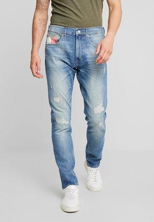 MODERN TAPERED 1988 SKYLT - Jeans Tapered Fit - sky light blue