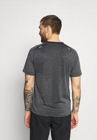 Nike Performance - TECHKNIT ULTRA  - Print T-shirt - black/white/silver - 2