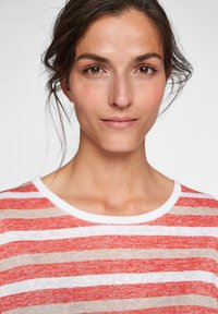 comma casual identity - Print T-shirt - red stripes - 3