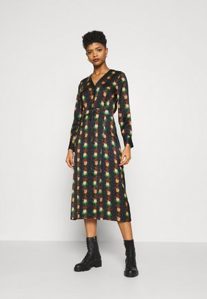 PRINTED V-NECK MIDI LENGTH DRESS WITH PLEATS - Blousejurk - combo