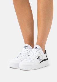 adidas Originals - FORUM BOLD - Joggesko - footwear white/core black - 0