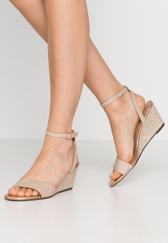CATCH - Wedge sandals - rose gold