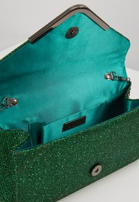 Mascara - Clutches - forest - 4