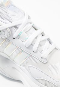 adidas Originals - MAGMUR RUNNER SPORTS INSPIRED SHOES - Trainers - footwear white - 2