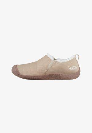 HOWSER II - Walking shoes - doeskin/doeskin
