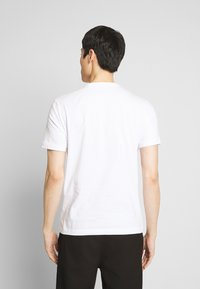 Original Penguin - PHOTOFILL STAMP LOGO TEE - T-shirt print - bright white - 2