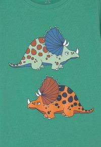 Name it - NKMBUGOS - Print T-shirt - green spruce - 2