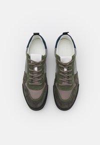 CLOSED - Trainers - pale khaki - 3