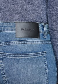 Daily Basis Studios - SKINNY FIT CAST - Jeans Skinny Fit - blue rip - 5