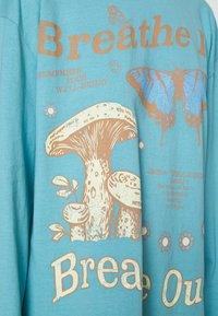 BDG Urban Outfitters - BREATHE IN BREATHE OUT SKATE - Maglietta a manica lunga - blue - 5