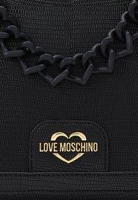 Love Moschino - TOP HANDLE HANDBAG - Handbag - nero - 4