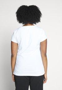 Anna Field Curvy - Basic T-shirt - black, white - 3