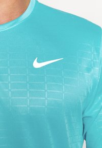 Nike Performance - MILER EMBOSS - T-shirt con stampa - chlorine blue/silver - 4