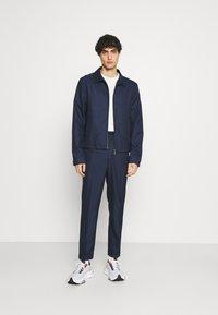 Isaac Dewhirst - HARRINGTON JACKET DRAWCORD TROUSERS SET - Summer jacket - dark blue - 1