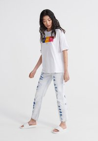 Superdry - CITY UNITY BOX FIT  - Print T-shirt - optic - 1