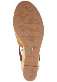 NeroGiardini - Wedge sandals - tabacco - 4