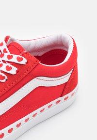 Vans - OLD SKOOL - Sneakers - fuchsia purple/high risk red - 5