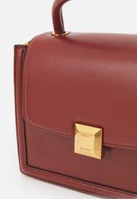 ALDO - ONERRADDA - Handbag - red dahlia/chocolate/gold-coloured - 4