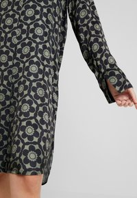 Grace - GEOMETRIC FLOWERS - Vestido informal - darkgreen - 4