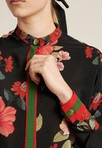Luisa Spagnoli - Button-down blouse - var nero/corallo - 3