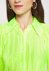 Who What Wear - PLISSE - Button-down blouse - acid green - 5