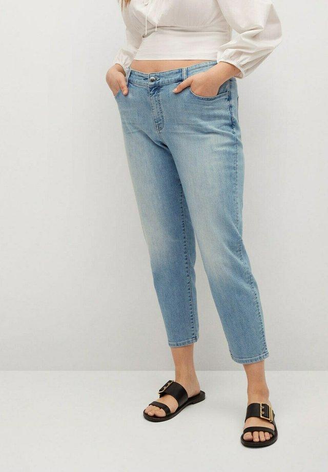 CLAUDIA - Jeans baggy - hellblau