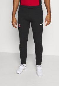 Puma - AC MAILAND EVOSTRIPE PANTS - Klubbkläder - black/tango red - 0