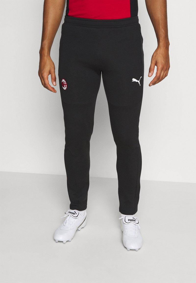 Puma - AC MAILAND EVOSTRIPE PANTS - Klubbkläder - black/tango red