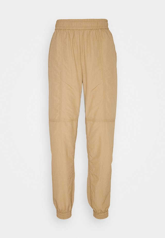ENGATWICK PANTS - Trainingsbroek - tigers eye