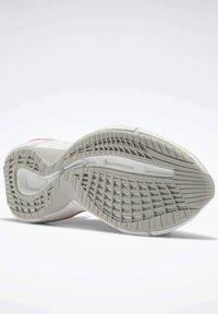 Reebok Classic - ZIG KINETICA  - Sneakersy niskie - grey - 4