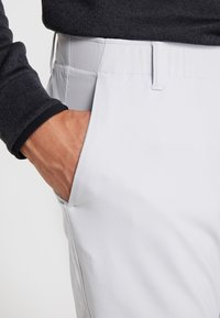 Under Armour - TAKEOVER GOLF PANT TAPER - Chino - halo gray - 3