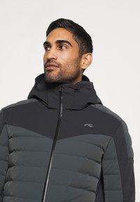 Kjus - MEN SIGHT LINE  - Ski jacket - dark jet green/black - 3