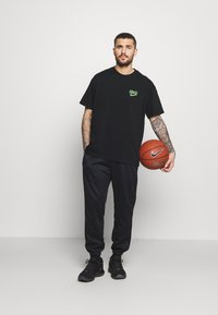 Nike Performance - TEE - Print T-shirt - black - 1