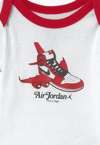 Jordan - FIRST IN FLIGHT UNISEX SET - Čepice - white - 2