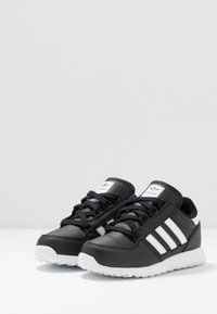 adidas Originals - FOREST GROVE - Baskets basses - core black - 3