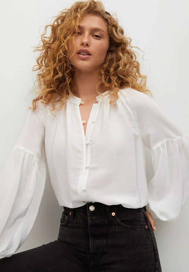 Mango - BALLON - Button-down blouse - cremeweiß