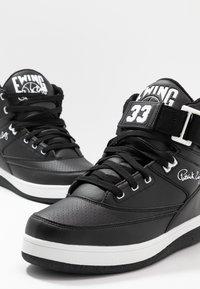 Ewing - 33 HI - Höga sneakers - black/white - 9