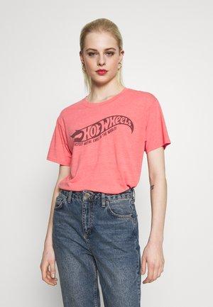 HOT WHEELS JOY TEE - Print T-shirt - washed red