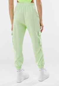 Bershka - Pantalon de survêtement - green - 2
