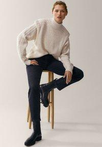 Massimo Dutti - MIT HALBHOHEM BUND - Slim fit jeans - dark grey - 6