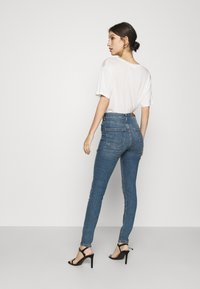 Vero Moda - VMSOPHIA DESTROY - Jeans Skinny Fit - medium blue denim - 2