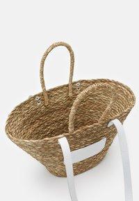 Núnoo - BEACH BAG LARGE - Tote bag - nature/white - 2