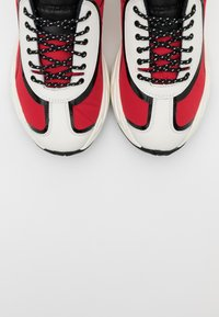 Just Cavalli - LOGO ON THE SIDE - Baskets basses - grenadine red - 5