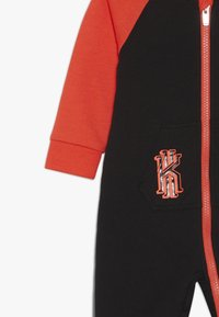 Nike Sportswear - KYRIE COVERALL - Dupačky na spaní - black - 3