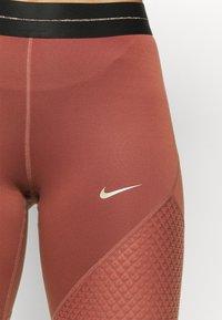 Nike Performance - Tights - claystone red/metallic gold - 6