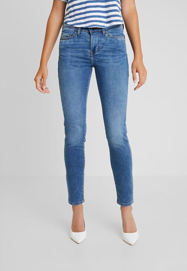 JASMIN - Slim fit -farkut - blue denim