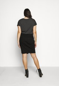 Dorothy Perkins Curve - CURVEBLACK MIDI SKIRT - Pencil skirt - black - 2