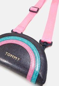 Tommy Hilfiger - MINI ME FUN BAG - Across body bag - pink - 4